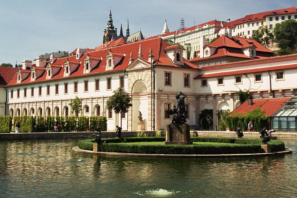 Валдштейнський палац