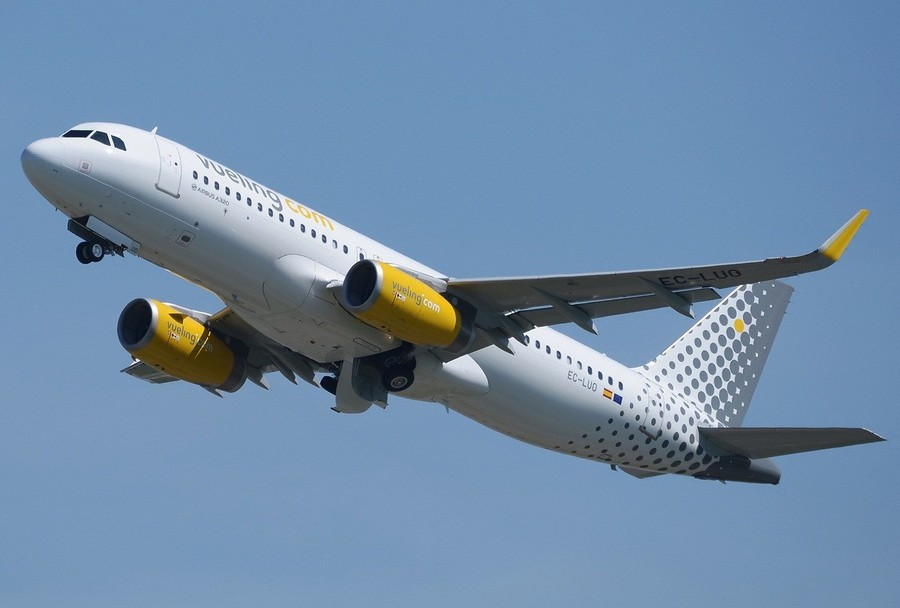 vueling_airlines_airbus_a320-232