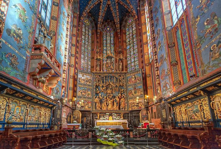 Огляньте базиліку святої Марії у Кракові (маршрут Львів-Берлін)