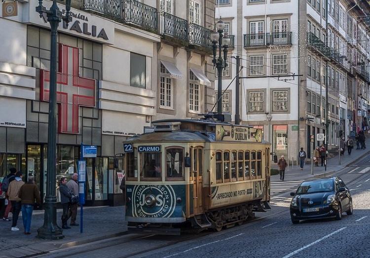 Варшава-Порту - кілька годин і ви вже можете сісти на трамвай